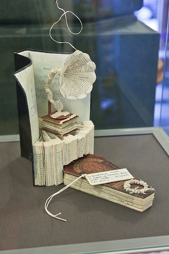 edinburgo, libri, sculture di carta
