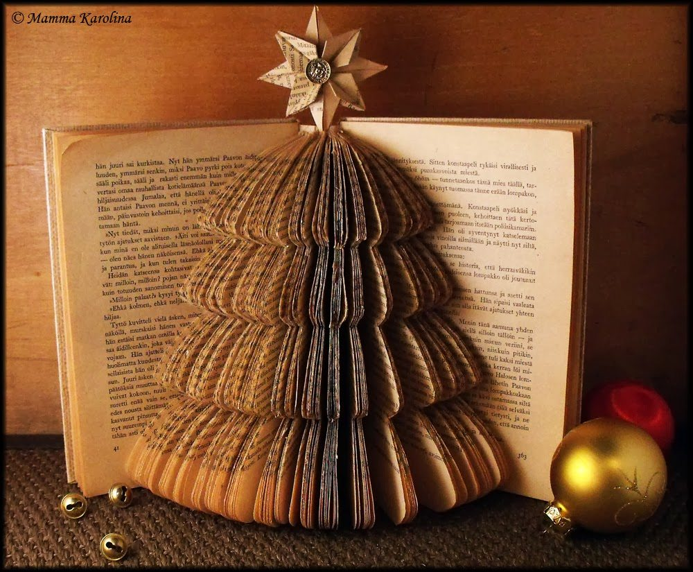 book-christmas-tree-1